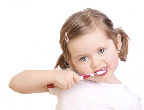 چگونگی تمیز کردن دندان های کودکان